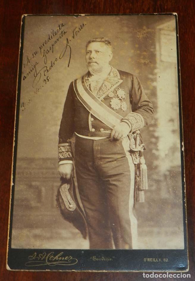 Militaria: FOTOGRAFIA ALBUMINA DE GENTILHOMBRE, CON UNIFORME DE GALA, FECHADA EN 1895 Y DEDICADA CON LA FIRMA D - Foto 2 - 175588122