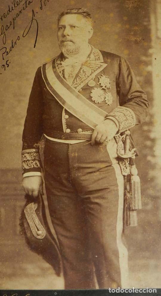 Militaria: FOTOGRAFIA ALBUMINA DE GENTILHOMBRE, CON UNIFORME DE GALA, FECHADA EN 1895 Y DEDICADA CON LA FIRMA D - Foto 3 - 175588122