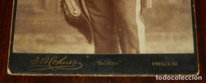 Militaria: FOTOGRAFIA ALBUMINA DE GENTILHOMBRE, CON UNIFORME DE GALA, FECHADA EN 1895 Y DEDICADA CON LA FIRMA D - Foto 5 - 175588122