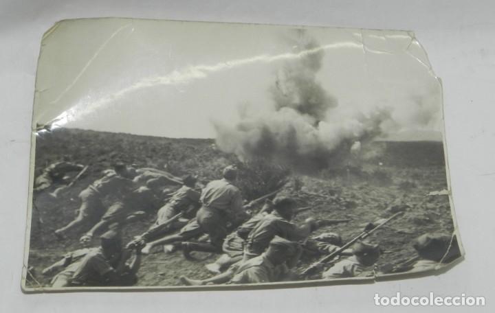 FOTOGRAFIA DE PLENA GUERRA CIVIL, NO PONE FOTOGRAFO, NI LOCALIZACION. MIDE 17 X 11,5 CMS. (Militar - Fotografía Militar - Guerra Civil Española)