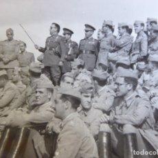 Militaria: FOTOGRAFÍA OFICIAL DEL EJÉRCITO ESPAÑOL. MEDALLA MÉRITO MILITAR INDIVIDUAL. Lote 175935025