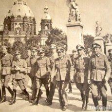 Militaria: VOLUNTARIOS ESPAÑOLES VISITAN BERLIN. DIVISIÓN AZUL. OFICIALES CONDECORADOS DEL FRENTE DEL ESTE.. Lote 176013794