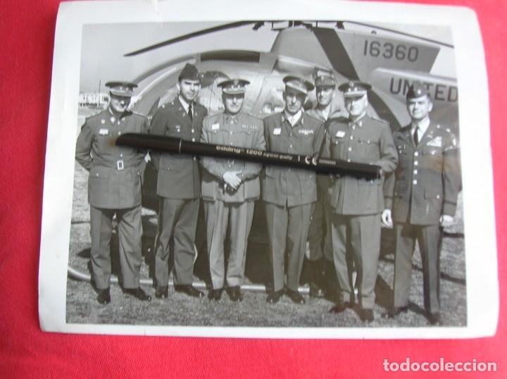 Militaria: EXCEPCIONAL FOTOGRAFIA AMERICANA DE GRAN TAMAÑO DE VISITA DE MILITARES ESPAÑOLES. - Foto 4 - 176084637