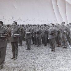 Militaria: FOTOGRAFÍA OFICIALES Y SOLDADOS DEL EJÉRCITO ESPAÑOL. GUZMAN EL BUENO SEVILLA ZAPADORES 1961. Lote 176188662