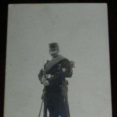 Militaria: FOTO POSTAL DE INFANTERÍA NUM.1, GASTADOR EN TRAJE DE CAMPAÑA. NO CIRCULADA. SIN DIVIDIR. REALMENTE . Lote 176238199