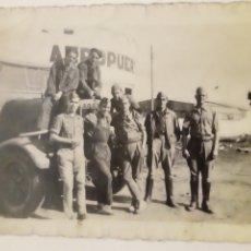 Militaria: ANTIGUA FOTOGRAFIA EJERCITO ESPAÑOL EN AEROPUERTO - LARACHE MARRUECOS -1947. Lote 176250625