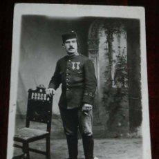 Militaria: FOTO POSTAL DE SOLDADO DEL REGIMIENTO DE INFANTERIA, EPOCA ALFONSO XIII, NO CIRCULADA.. Lote 176254920