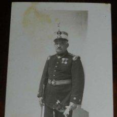 Militaria: FOTOGRAFIA DE TENIENTE CORONEL CON CASCO ROS, BASTON DE MANDO, GOLA, DRAGONAS, SABLE, EPOCA ALFONSO . Lote 176314993