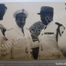 Militaria: FOTOGRAFÍA ANTIGUA ORIGINAL. OFICIALES. SIDI IFNI. (11 X 8 CM). Lote 176334594