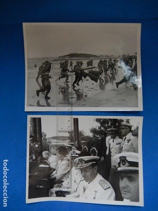 DOS FOTOGRAFÍAS DE PRENSA. DEMOSTRACIÓN EN SANTANDER MANIOBRAS NAVALES. FRANCO Y JUAN CARLOS I. (Militar - Fotografía Militar - Otros)