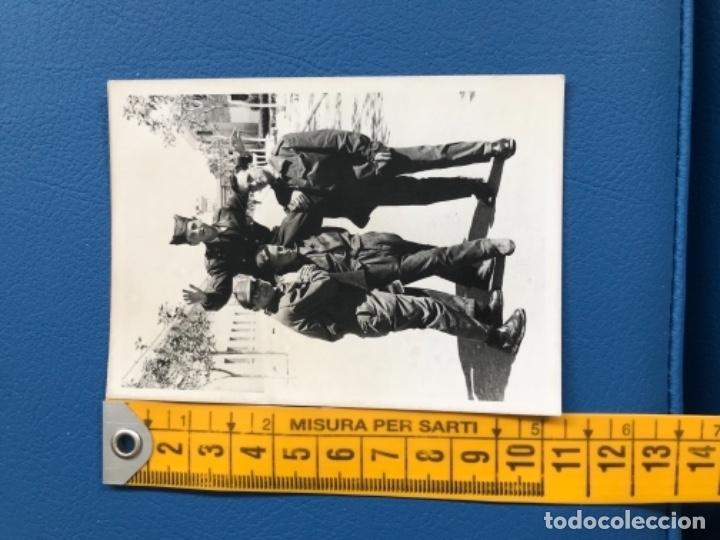 Militaria: Cuartel militar de vitoria soldados sargento posando foto militares instruccion 1965 vitoria cuarte - Foto 3 - 177083668