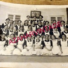 Militaria: SEVILLA, 1938, MUJERES PRESTANDO SERVICIO EN LOS TALLERES DE INTENDENCIA, FOT.SERRANO,215X155MM. Lote 177121614