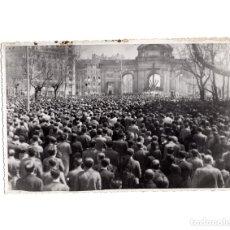 Militaria: MADRID.- HOMENAJE POPULAR VICTIMAS DEL MARXISMO. Cª DE S. GERONIMO. PUERTA ALCALA. 11,5X17,5. Lote 177211657