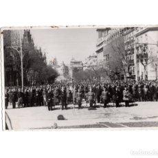 Militaria: MADRID.- VECINDARIO ACUDE A LA PRIMERA MISA CELEBRADA DESPUES DE LA TOMA DE LA CIUDAD. 12X17,5. Lote 177211817