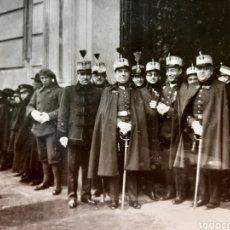 Militaria: MILITARES EN LA PUERTA DE LA CAPITANÍA GENERAL DE VALLADOLID, EPOCA ALFONSO XIII. POSTAL FOTOGRAFICA. Lote 177378852