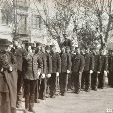 Militaria: MILITARES EN LA PLAZA DE SAN PABLO DE VALLADOLID, ÉPOCA ALFONSO XIII. POSTAL FOTOGRÁFICA.. Lote 177414433