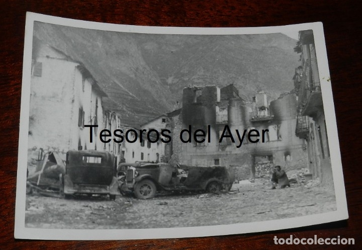 FOTOGRAFIA DE CIUDAD DESTRUIDA DURATE LA GUERRA CIVIL, MIDE 18 X 13 CMS. (Militar - Fotografía Militar - Guerra Civil Española)