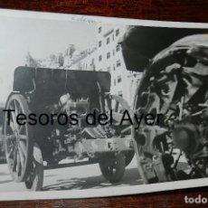 Militaria: FOTOGRAFIA DE TROPAS NACIONALES ENTRANDO EN BARCELONA, LA GUERRA CIVIL, MIDE 18 X 13 CMS.. Lote 177456395