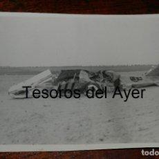 Militaria: FOTOGRAFIA DE AVION DERRIBADO DURTANTE LA GUERRA CIVIL, MIDE 18 X 13 CMS.. Lote 177459690
