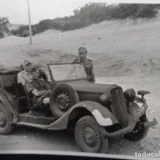 Militaria: OFICIALES DE LA LUFTWAFFE Y CHOFER ITALIANO EN PLAYA DE SICILIA . JULIO 1943 DESEMBARCO AMERICANO. Lote 177674469