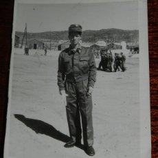 Militaria: FOTOGRAFIA DE SOLDADO EN CAMPAMENTO MILITAR, AÑO 1959, MIDE 8 X 6 CMS.. Lote 177707797