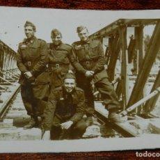 Militaria: FOTOGRAFIA DE SOLDADOS DE FERROCARRILES, MIDE 7,5 X 6 CMS.. Lote 177708314
