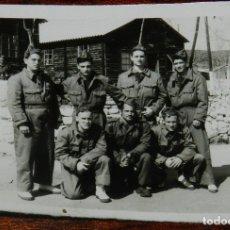 Militaria: FOTOGRAFIA DE SOLDADOS EN CAMPAMENTO EN 1959, MIDE 8 X 6 CMS.. Lote 177708622