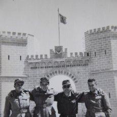 Militaria: FOTOGRAFÍA SOLDADOS DEL EJÉRCITO ESPAÑOL. MELILLA 1958. Lote 177743833