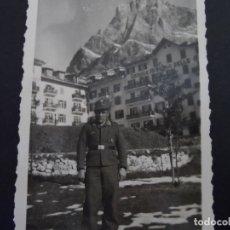 Militaria: FALLSCHIRMJAGER EN NORTE DE ITALIA DELANTE DEL GRANDE ALBERGO DELLE ALPI. AÑO 1943. Lote 177745410