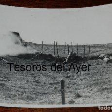 Militaria: FOTOGRAFIA DEL FRENTE EN LA GUERRA CIVIL, SOLDADO CON LANZALLAMAS, MIDE 24 X 18 CMS.. Lote 177766743