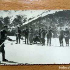 Militaria: VISTA, CAMPAMENTO MILITARES. LA MOLINA. ESQUI. AÑO 1952. (13,2CMX7,8CM).. Lote 177801902