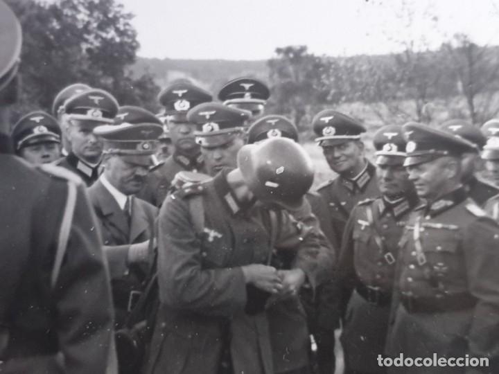 FOTOGRAFIA HITLER ENTRE GENERALES EN EL FRENTE (Militar - Fotografía Militar - II Guerra Mundial)