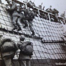 Militaria: FOTOGRAFÍA SOLDADOS DEL EJÉRCITO ESPAÑOL. VILLA CISNEROS 1959. Lote 178065918