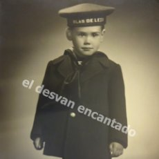 Militaria: ANTIGUA FOTO DE NIÑO CON LEPANTO BLAS DE LEZO. AÑOS 1950S. Lote 178119248