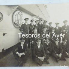 Militaria: FOTOGRAFIA DE LA TRIPULACION DEL CRUCERO ESPAÑOL BLAS DE LEZO, MARINA, MARZO DE 1929, MIDE 21 X 14,5. Lote 178638931