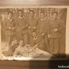 Militaria: ANTIGUA FOTOGRAFÍA MILITAR SOLDADOS HOSPITAL MILITAR GÓMEZ ULLA DOMINGO DE RAMOS MADRID 1951. Lote 178746393