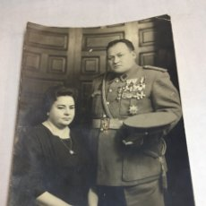 Militaria: PATERNA 1966 - FOTO ALBUMINA MATRIMONIO MILITAR - VALENCIA 10.3 X 14.7CM. Lote 178772830