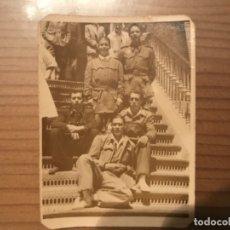 Militaria: ANTIGUA FOTOGRAFÍA MILITAR SOLDADOS HOSPITAL MILITAR GÓMEZ ULLA MADRID 1951. Lote 178832315