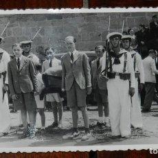 Militaria: FOTO POSTAL DE NIÑOS EN UN ACTO OFICIAL MILITAR DE LA MARINA, POSIBLEMENTE EN TARRAGONA, SIN CIRCULA. Lote 179217805