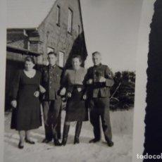 Militaria: SOLDADOS DE LA WEHRMACHT CON SUS NOVIAS EN LA NIEVE. WITTENBURG-POMERANIA OCCIDENTAL. AÑOS 1939-45. Lote 180186876