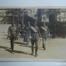 Militaria: FOTO DESFILE MILITAR EN LA CORUÑA 1940 PLAZA MARIA PITA RARO EJEMPLAR VER FOTOS. Lote 181130578