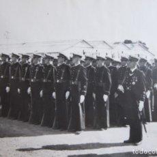 Militaria: FOTOGRAFÍA SOLDADOS Y OFICIALES INFANTERÍA DE MARINA. SAN FERNANDO. Lote 181140708