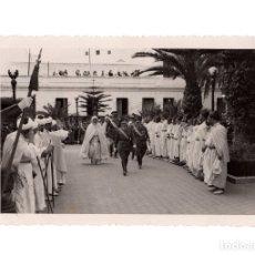Militaria: TETUÁN.- LLEGADA DEL TENIENTE GENERAL VARELA CON JALIFA. FOTO G.CORTÉS. 11,5X17.. Lote 181783587
