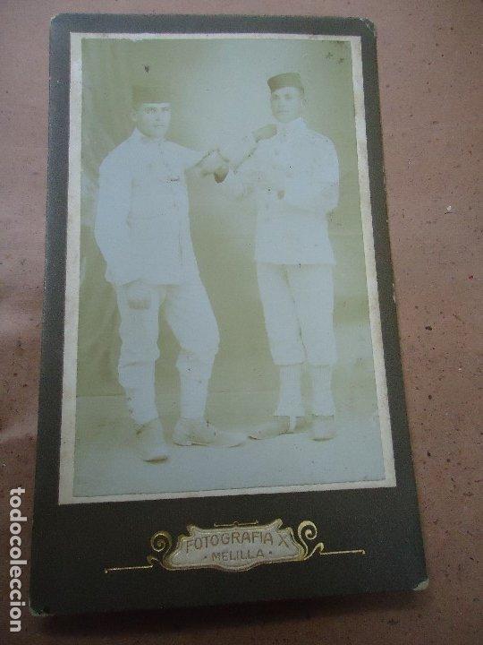 ANTIGUA FOTOGRAFIA DE 2 MILITARES EJERCITO ESPAÑOL EN MELILLA . FOTOGRAFIA X - MIDE 14 X 8,5 CMS. (Militar - Fotografía Militar - I Guerra Mundial)