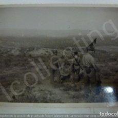 Militaria: FOTOGRAFÍA ORIGINAL. GUERRA CIVIL. SOLDADOS. SELLO FERNÁNDEZ Y HERRERO. MÁLAGA. (6,6 CM X 4,3 CM). Lote 182382228