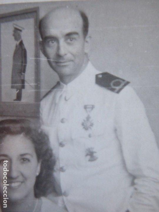 Militaria: Fotografía alférez de navío Armada. Medalla orden civil de la beneficencia - Foto 3 - 182409798