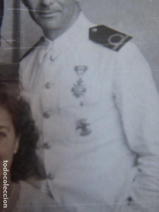 Militaria: Fotografía alférez de navío Armada. Medalla orden civil de la beneficencia - Foto 4 - 182409798