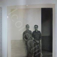 Militaria: FOTOGRAFÍA ORIGINAL. GUERRA CIVIL. SOLDADOS. MILITARES. ARTILLERÍA (8,5 CM X 6 CM). Lote 182457401