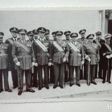 Militaria: FOTO GENERAL SAENZ DE BURUAGA, MEDALLA MILITAR INDIVIDUAL, CON GENERALES, AVIACION, ETC. PALMA. Lote 182536318