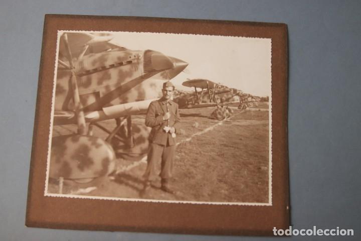 Militaria: SOLDADO DE AVIACIÓN CON AVIONES FIAT CR-32 CHIRRI - Foto 2 - 181812798